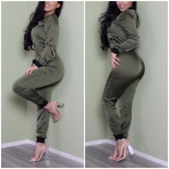 c81a219b8dd0 NWOT Olive Long Sleeve Jumpsuit